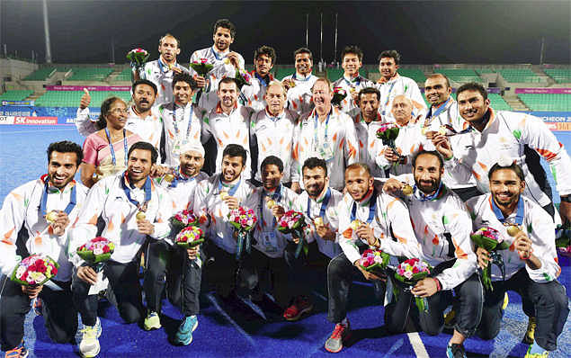 """<div class=""""paragraphs""""><p>The Indian men's hockey team with the gold medal at the 2014 Asian Games</p></div>"""