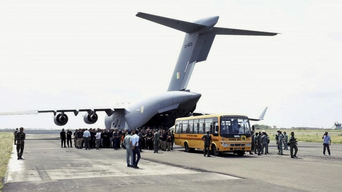 IAF Brings 120 Indian Officials Rescued From Kabul to Delhi
