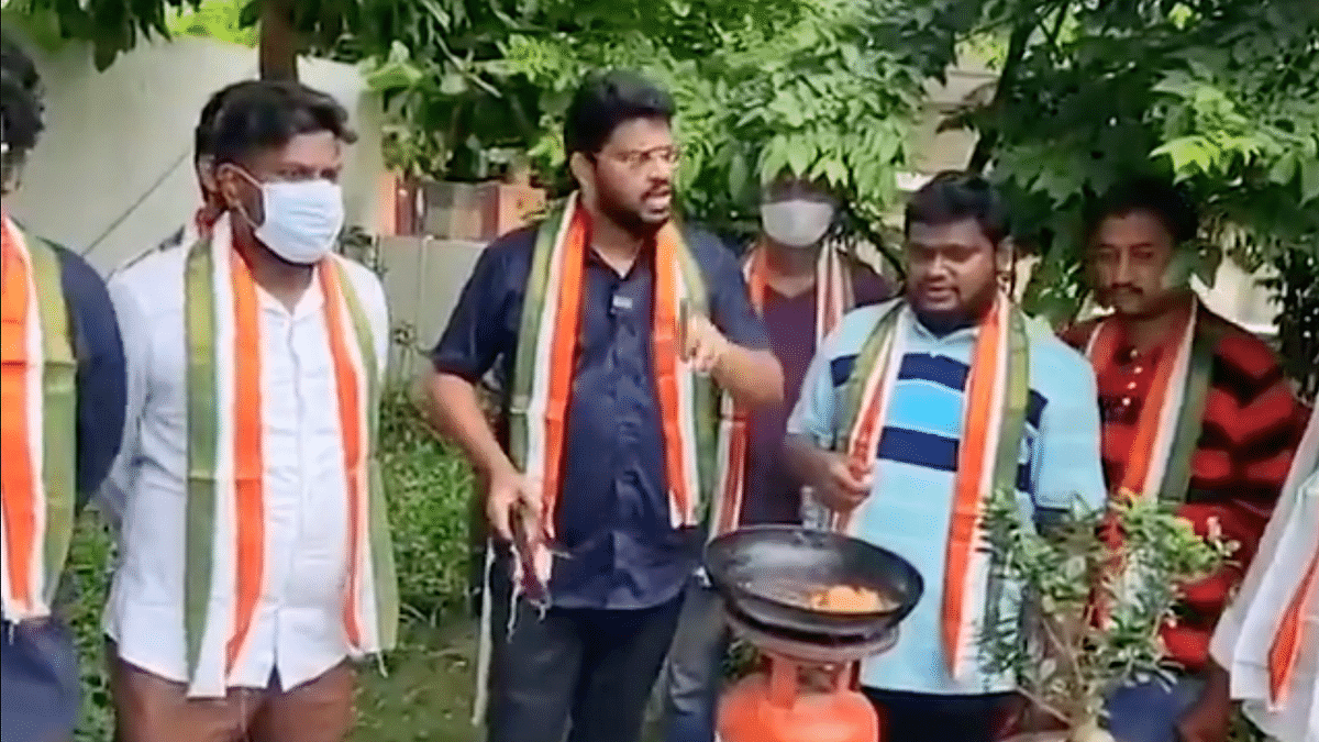 "<div class=""paragraphs""><p>GV Sri Raj frying a bird to protest Rahul Gandhi's Twitter ban.</p></div>"