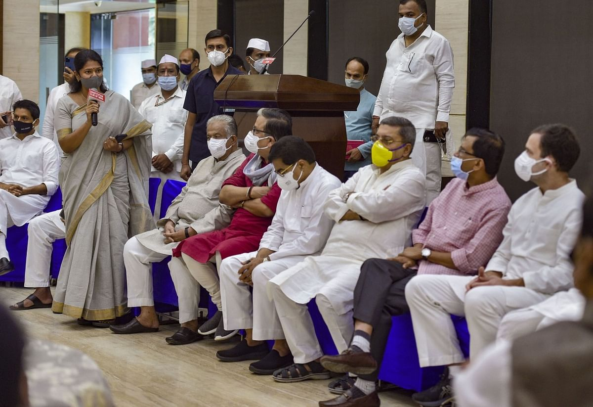 "<div class=""paragraphs""><p> Rahul Gandhi listens to DMK leader Kanimozhi during a breakfast meeting of Opposition leaders.</p></div>"