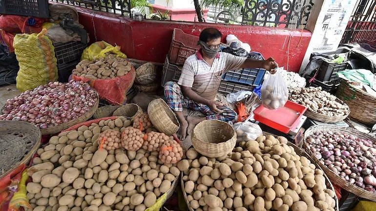 """<div class=""""paragraphs""""><p>Lower food prices eases India's July retail inflation.</p></div>"""