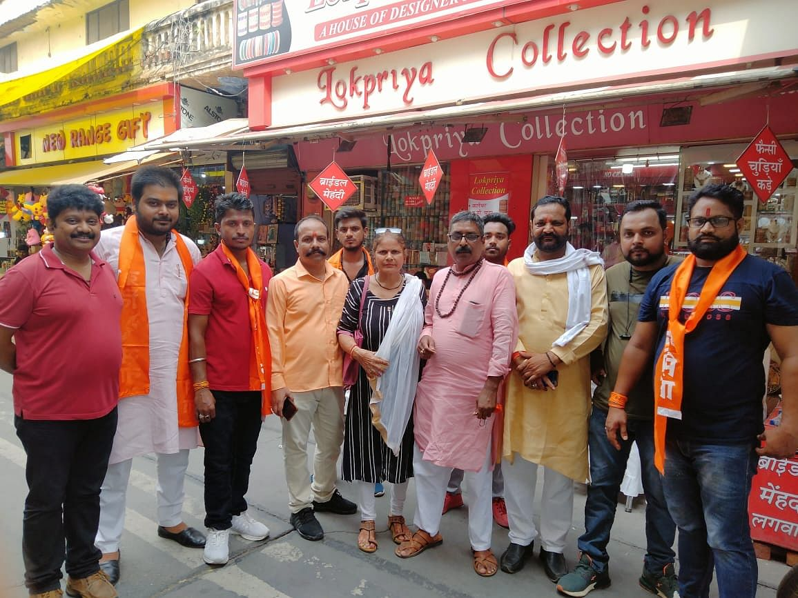 """<div class=""""paragraphs""""><p>A group of activists from a lesser-known right-wing outfit, Kranti Sena, were seen making rounds of busy market areas in Muzaffarnagar on 10 August.</p></div>"""