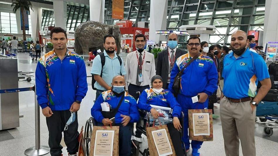 "<div class=""paragraphs""><p>Indian para-athletes pose for a photo at Delhi's Indira Gandhi International Airport.</p></div>"