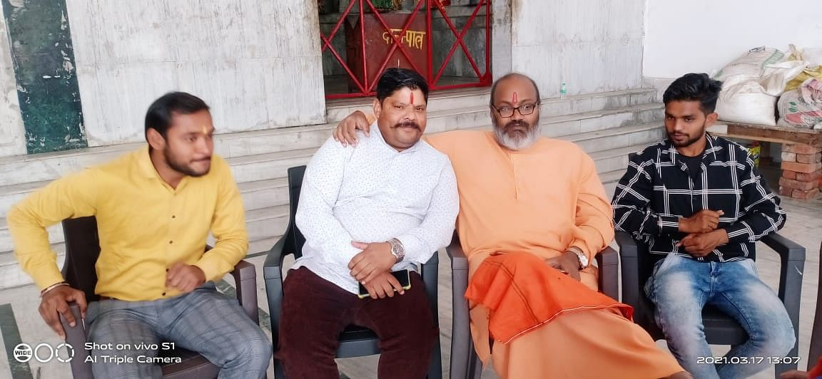 """<div class=""""paragraphs""""><p>Aazad Vinod (in white) calls himself the national president of Sudarshan Vahini. The organisation identifies itself as a 'Kattar Hindu group'.</p></div>"""