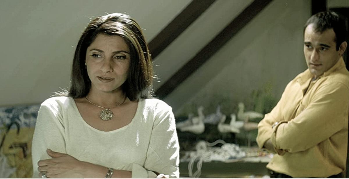 """<div class=""""paragraphs""""><p>Dimple Kapadia as Tara, and Akshaye Khanna in&nbsp;<em>Dil Chahta Hai</em></p></div>"""