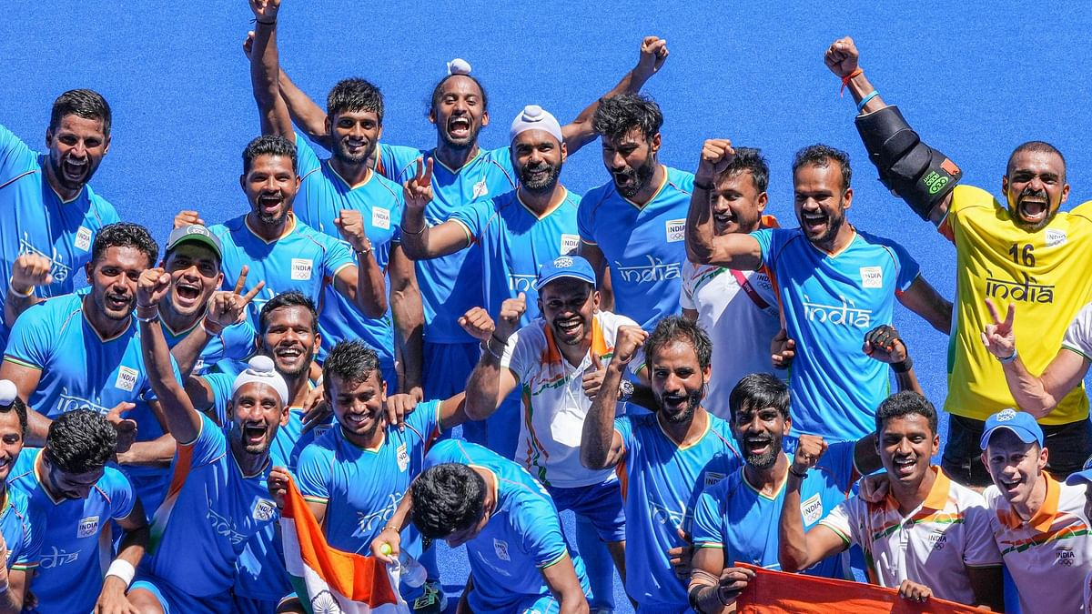 """<div class=""""paragraphs""""><p>The Indian hockey team celebrate after winning the bronze at the Tokyo Olympics.</p></div>"""