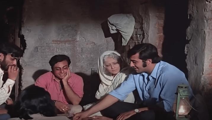 "<div class=""paragraphs""><p>Meena Kumari (as Anandi Devi or 'Nani Maa') with Vinod Khanna in&nbsp;<em>Mere Apne</em></p></div>"