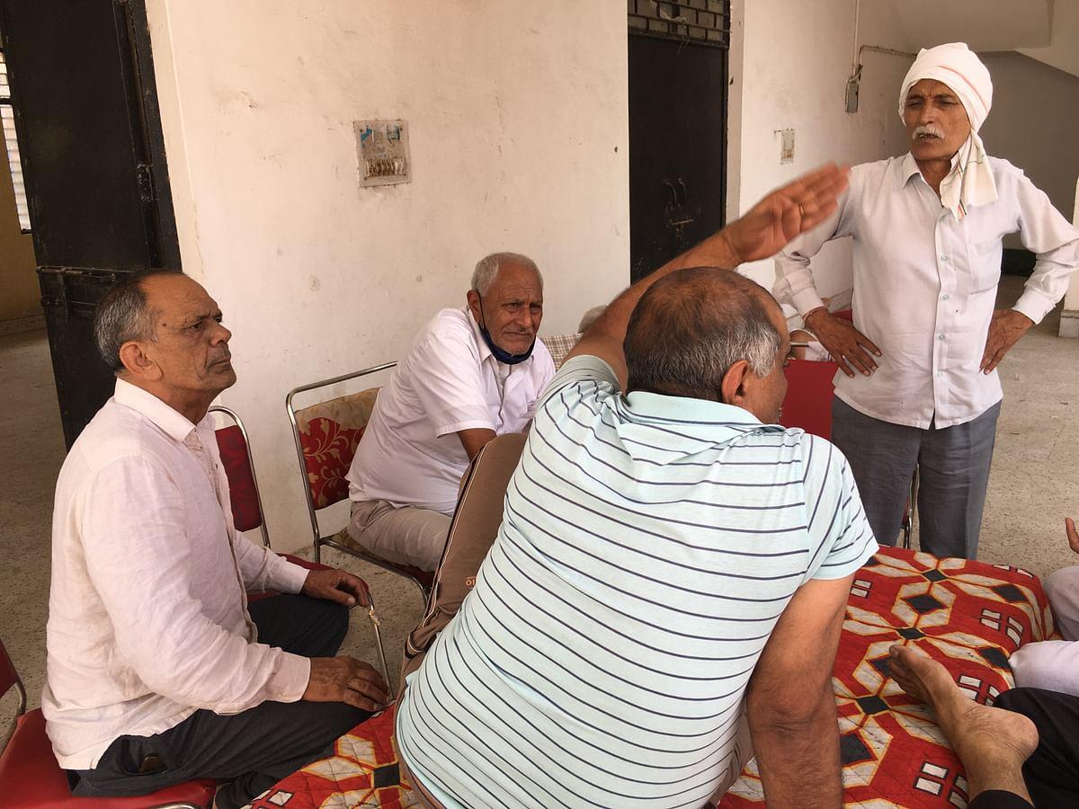 "<div class=""paragraphs""><p>Bamnoli Panchayat office and their members.</p></div>"