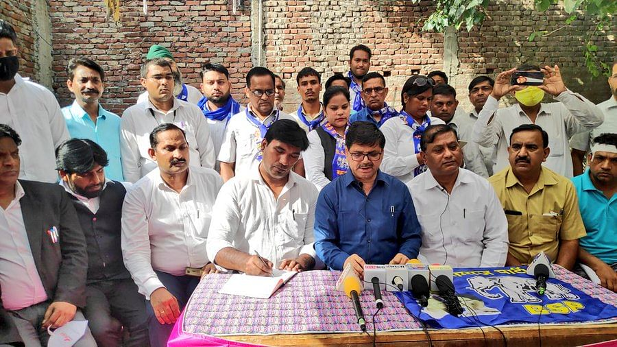"""<div class=""""paragraphs""""><p>BSP Delhi delegation reached Tughlakabad village on 16 August in connection with the attack on Dalits celebrating independence in Tughlakabad. <br></p></div>"""