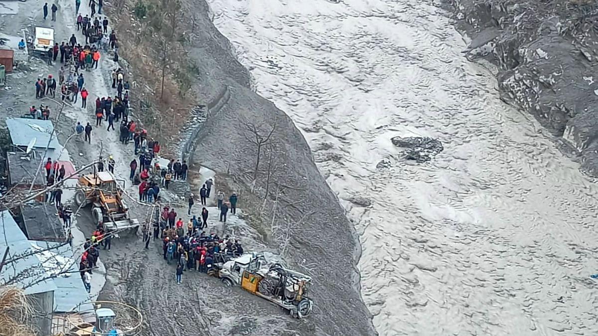 Bus Narrowly Escapes Landslide in Nainital, No Casualties Reported