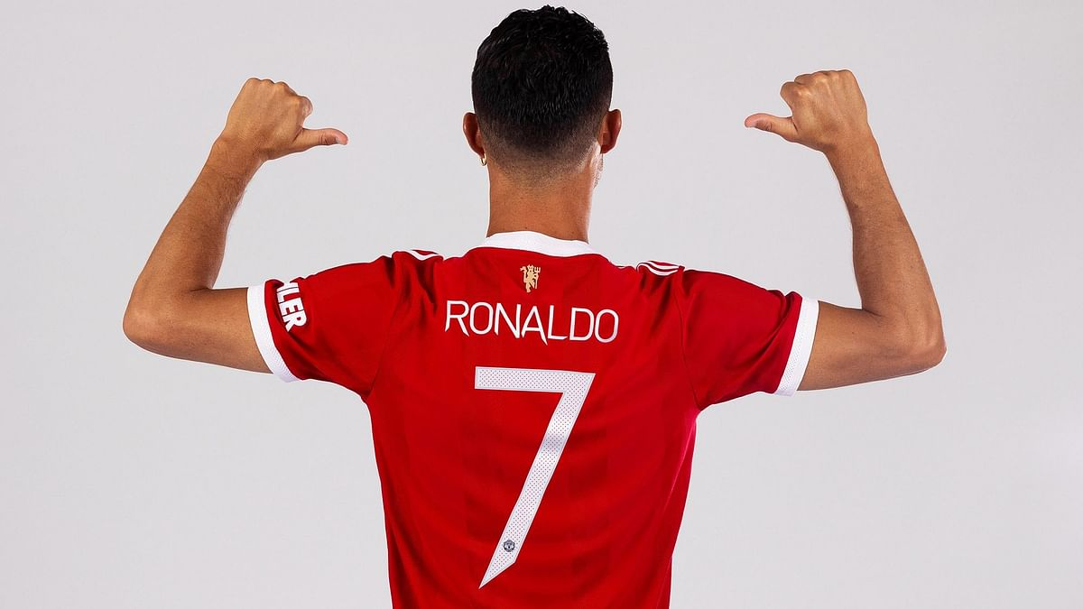 Cristiano Ronaldo Gets Number 7 at Manchester United