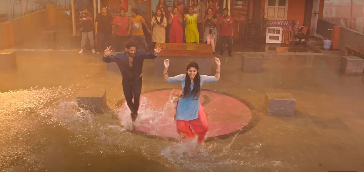 "<div class=""paragraphs""><p>Naga Chaitanya and Sai Pallavi dancing in&nbsp;<em>Love Story.</em></p></div>"