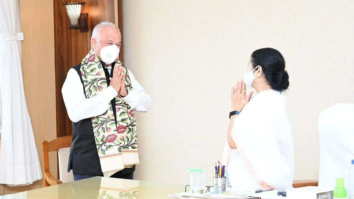 """<div class=""""paragraphs""""><p>Former Goa Chief Minister and Congress leader, Luizinho Faleiro, meets Trinamool Congress supremo and West Bengal Chief Minister, Mamata Banerjee, ahead of his induction into the Trinamool Congress.</p></div>"""