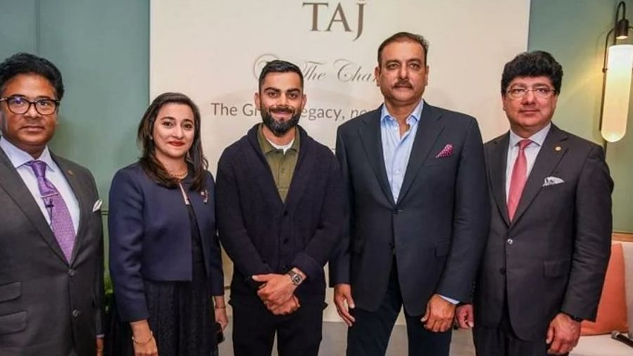 """<div class=""""paragraphs""""><p>Ravi Shastri launched his book in London last week. Indian team players were present at the launch, without masks.</p></div>"""