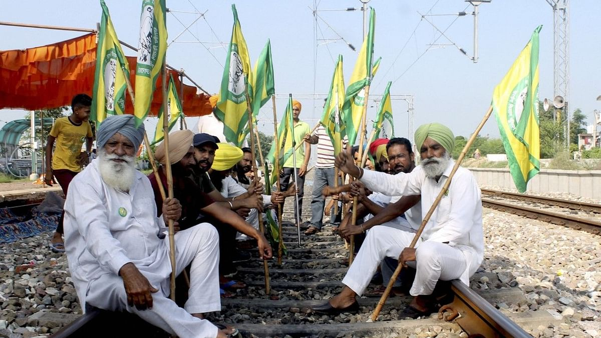 Bharat Bandh: Rahul Gandhi, Kejriwal, Others Assert Support to Farmers' Protest