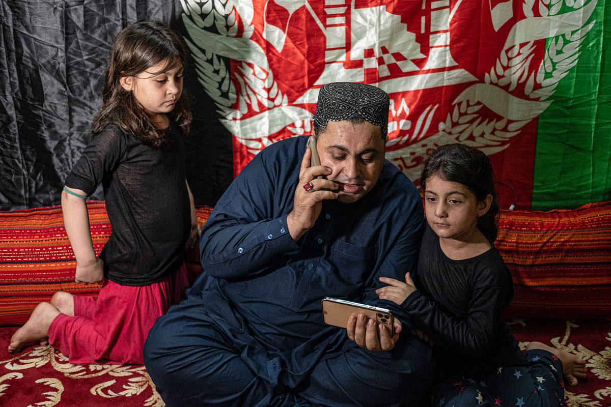 """<div class=""""paragraphs""""><p>Mohammad Khan with his daughter,&nbsp;Malali and&nbsp;Pashtana in Howrah</p></div>"""