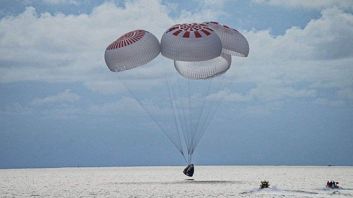 SpaceX | 4 Space Tourists Return to Earth After 3 Days in Orbit