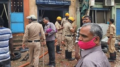 """<div class=""""paragraphs""""><p>Explosion in Bengaluru, 3 dead, 4 serious, 10 bikes gutted.</p></div>"""