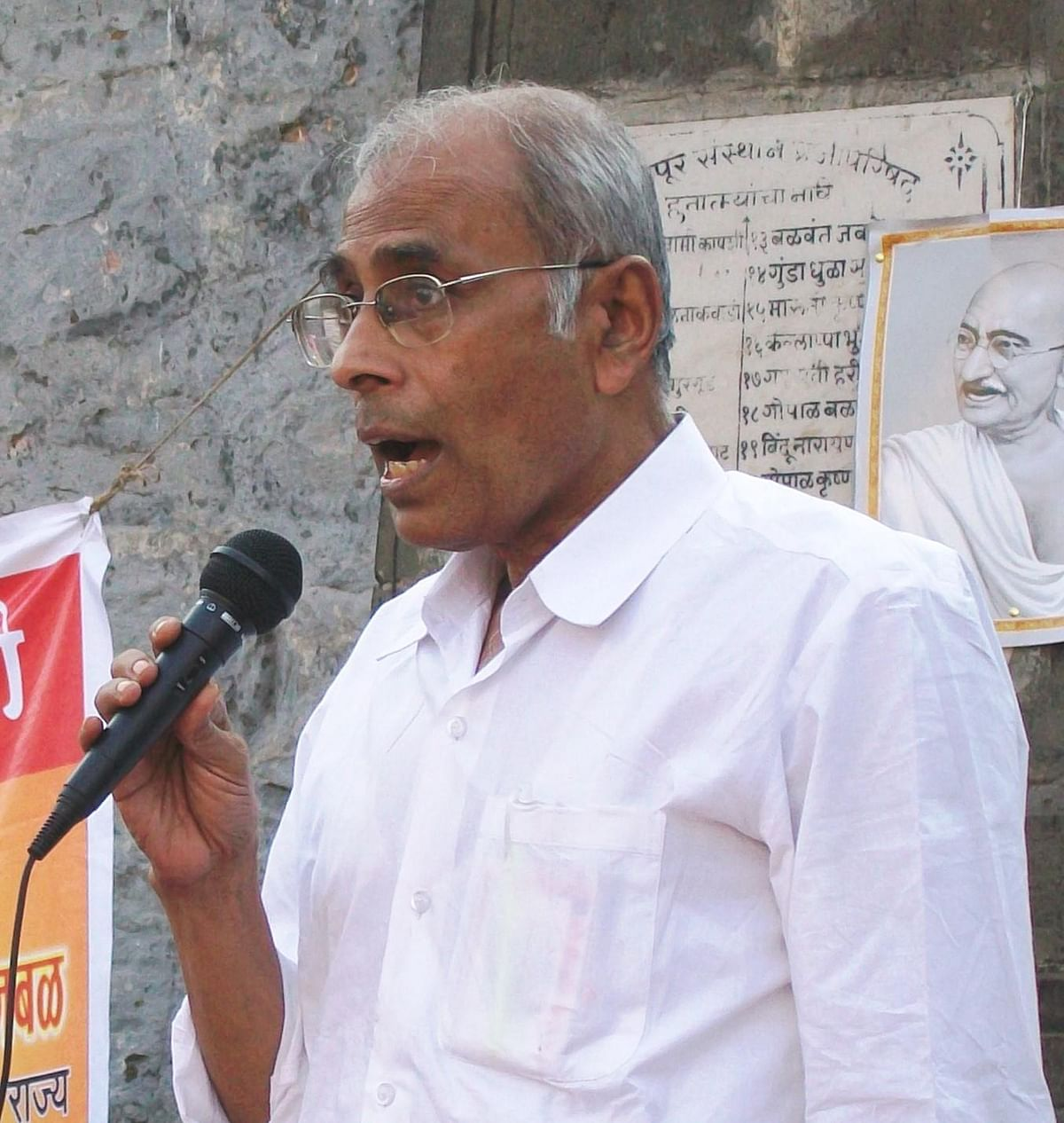 """<div class=""""paragraphs""""><p>A special court in Pune framed charges against 5 men accused in the murder of activist Dr Narendra Dabholkar.</p></div>"""