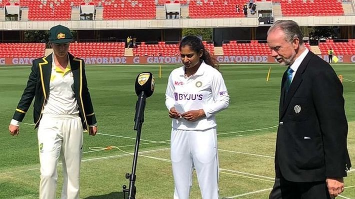 """<div class=""""paragraphs""""><p>The women's Test between India and Australia features 6 debutants in total.</p></div>"""