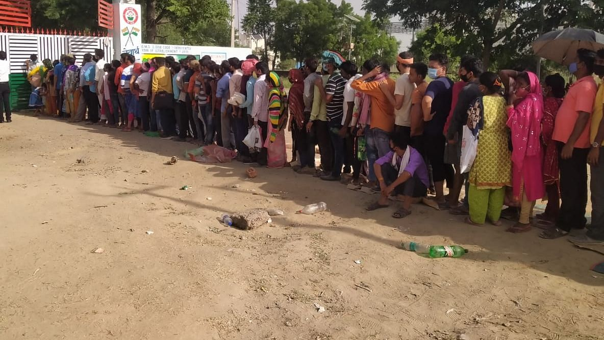 25 Injured in Stampede at Bengal Vaccination Centre; Govt to Now Issue Coupons