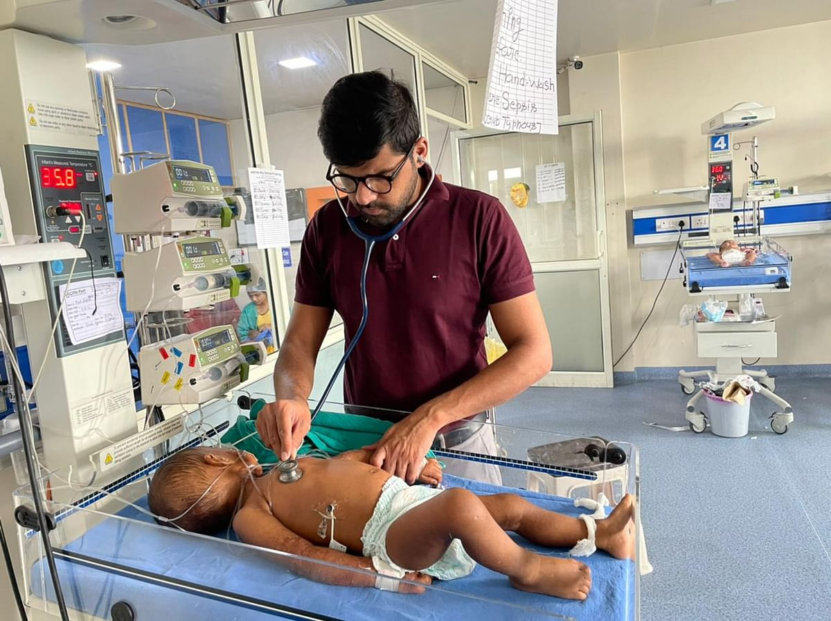 """<div class=""""paragraphs""""><p>This is Dr Abhinav Tomar treating one year old Daksh in Aastha Hospital in Baghpat.</p></div>"""