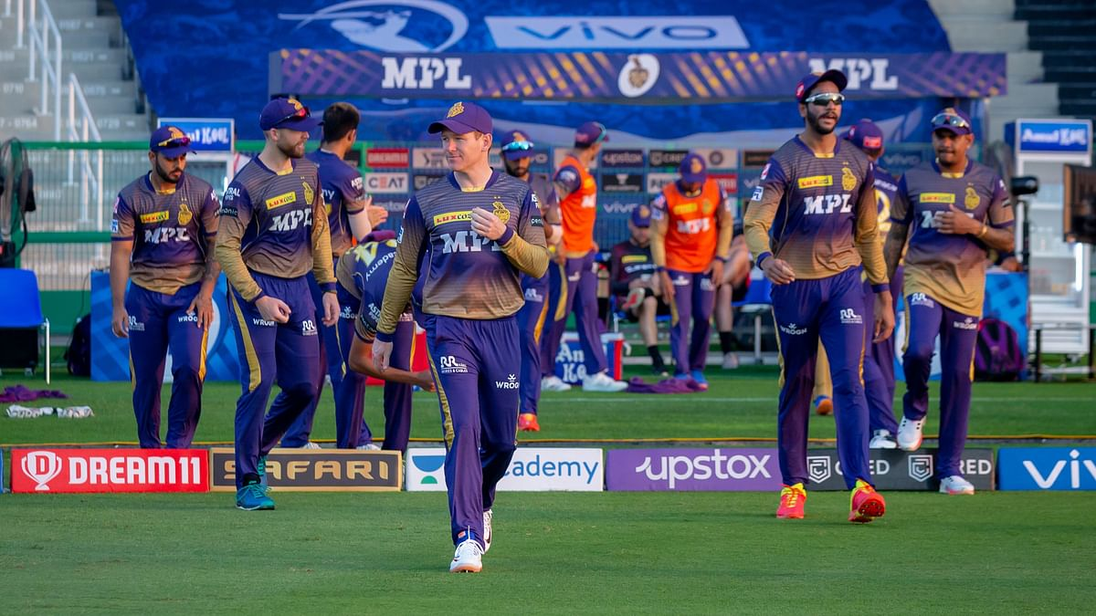 """<div class=""""paragraphs""""><p>KKR walk out to field in Abu Dhabi</p></div>"""