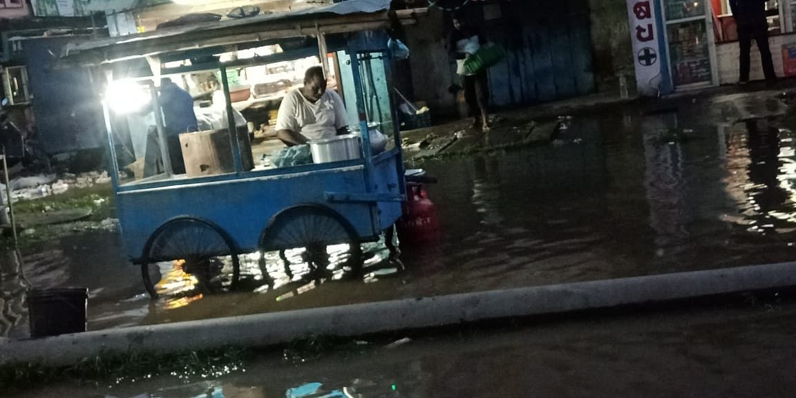 """<div class=""""paragraphs""""><p>Stall owners and vendors struggle due to waterlogging.&nbsp;</p></div>"""