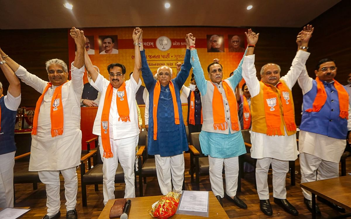 """<div class=""""paragraphs""""><p> Union Ministers Narendra Singh Tomar, Bhupender Yadav and Prahlad Joshi with newly announced Chief Minister of Gujarat Bhupendra Patel, former Gujarat chief minister Vijay Rupani, State BJP president CR Paatil raise their hands at state BJP headquarter in Gandhinagar.</p></div>"""
