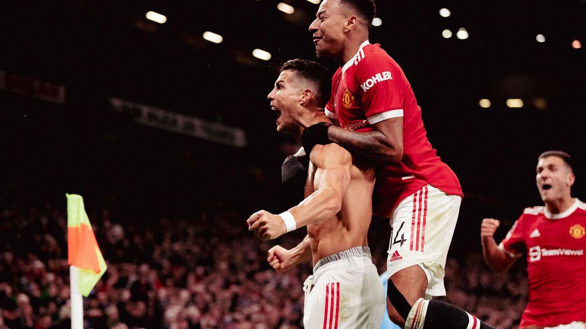 "<div class=""paragraphs""><p>Manchester United celebrate Cristiano Ronaldo's late winner.</p></div>"