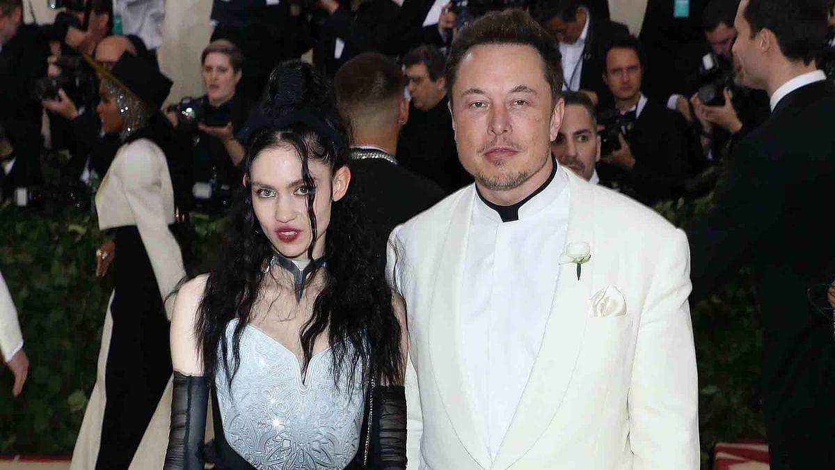 """<div class=""""paragraphs""""><p>Elon Musk and Grimes.</p></div>"""