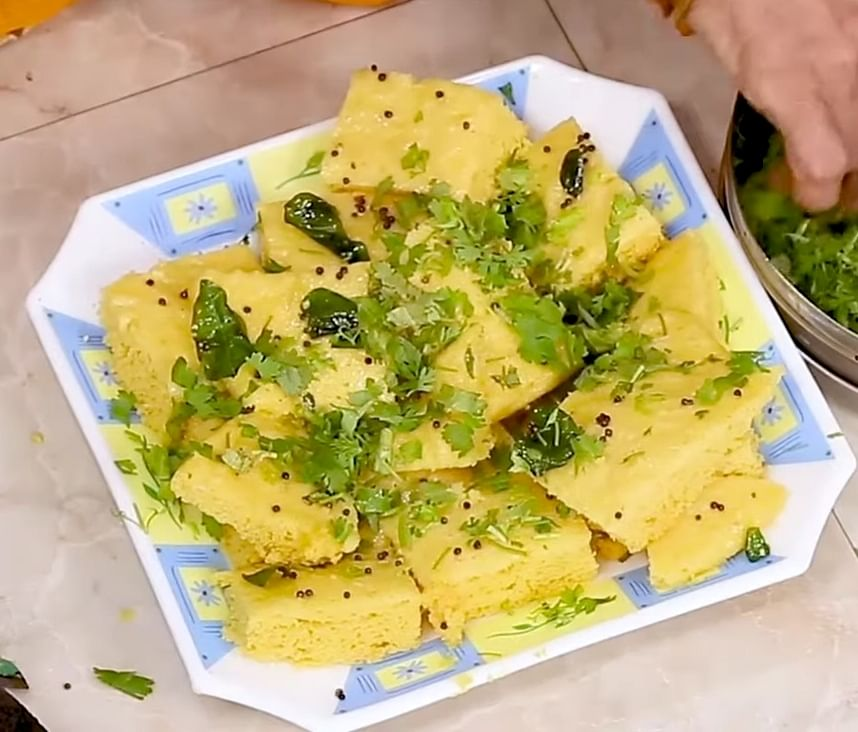 """<div class=""""paragraphs""""><p>Garnish with coriander leaves and serve.</p></div>"""