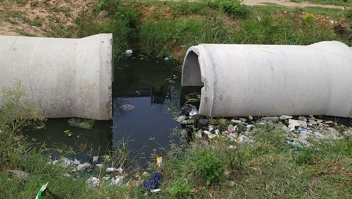 """<div class=""""paragraphs""""><p>These sewage pipes are just outside Salma Begum's house.</p></div>"""