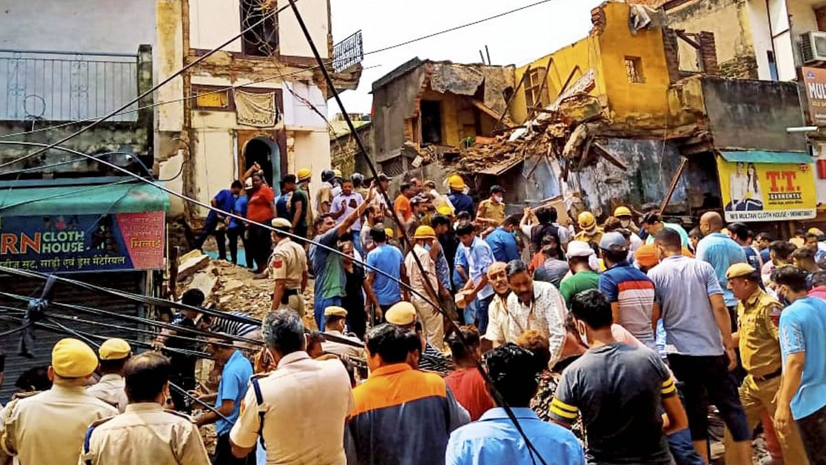 4-Storey Building Collapses in Delhi's Sabzi Mandi Area; 2 Minors Dead