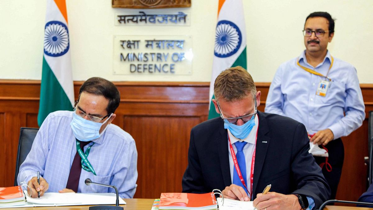 """<div class=""""paragraphs""""><p>New Delhi: Officials during signing of an contract between Ministry of defence  and Airbus Defence &amp; Space, Spain for acquisition of 56 C-295MW transport aircraft for IAF, 24 September.</p></div>"""