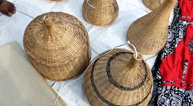 """<div class=""""paragraphs""""><p>Home-made decor made of bamboo.</p></div>"""