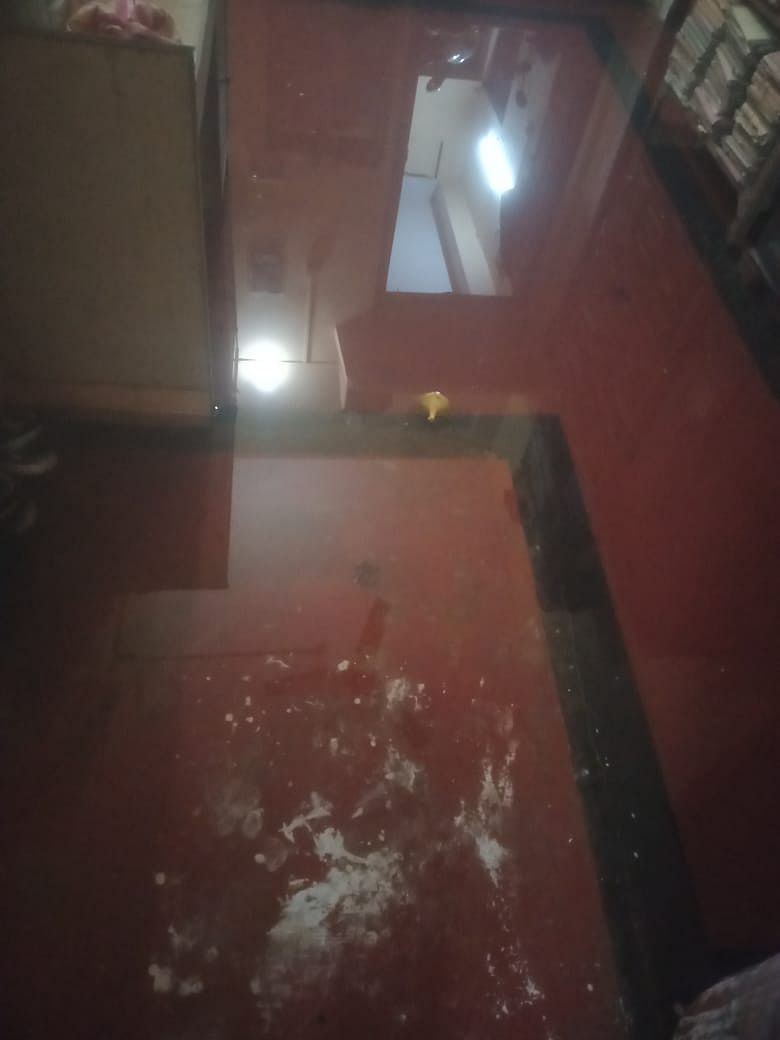 """<div class=""""paragraphs""""><p>Water from dirty drains entering the house.</p></div>"""