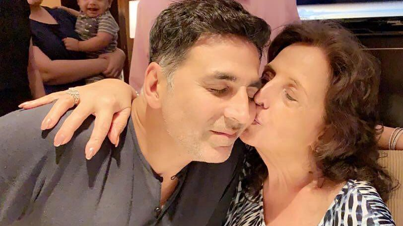 Life Goes On: Akshay Kumar Shares Pic With Mother Aruna Bhatia on His Birthday