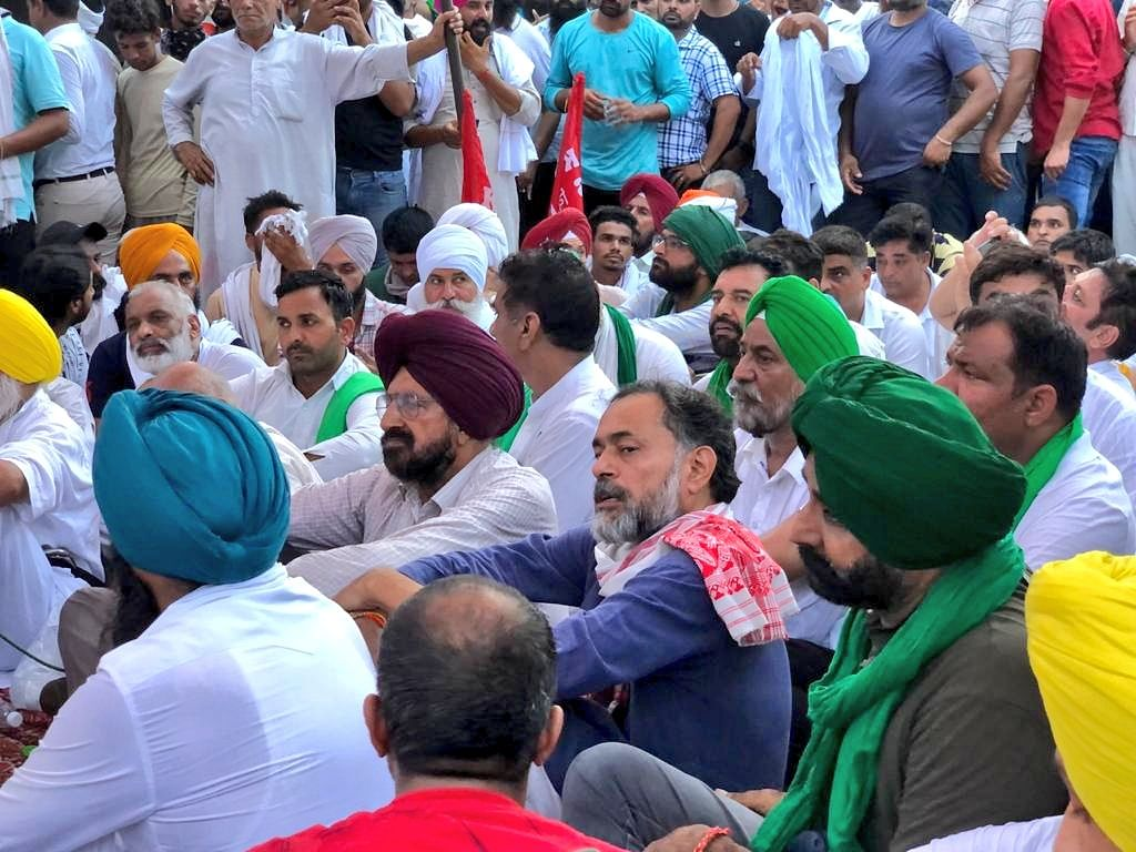 """<div class=""""paragraphs""""><p>Farmers continue their protest at Karnal on Thursday.</p></div>"""