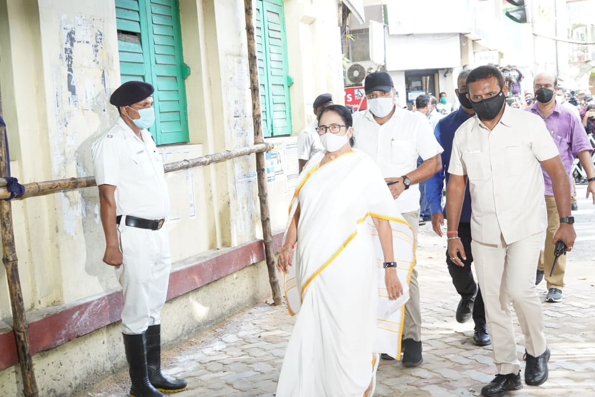 """<div class=""""paragraphs""""><p>Mamata Banerjee cast her vote at the Bhabanipur constituency in Kolkata.</p></div>"""