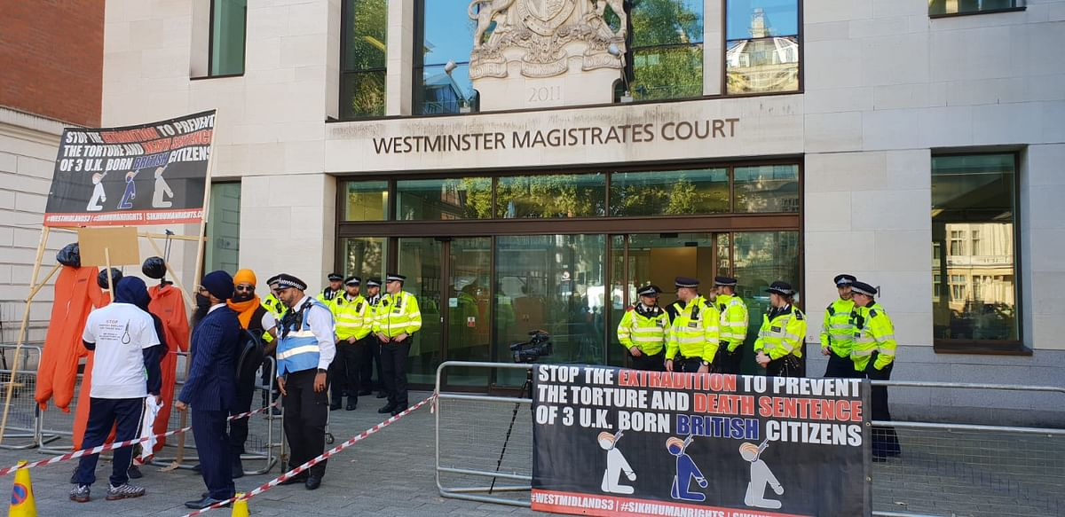 """<div class=""""paragraphs""""><p>Many supporters had gathered outside the court today to show solidarity with the Sikh men and against their extradition.</p></div>"""