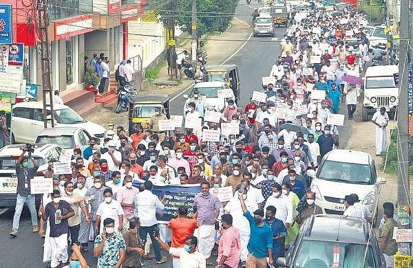 """<div class=""""paragraphs""""><p>Pala Syro-Malabar church members stage a march in support of their bishop.</p></div>"""
