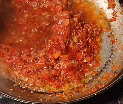 """<div class=""""paragraphs""""><p>Add water in the pan.</p></div>"""