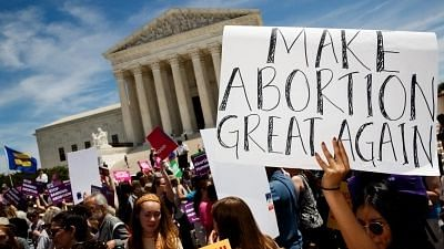 US Federal Judge Temporarily Blocks Texas' Controversial Anti-Abortion Law