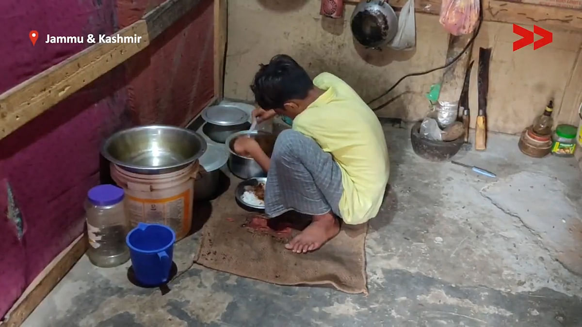 """<div class=""""paragraphs""""><p>Young children of the Rohingya's are forced to live in cramped houses.</p></div>"""