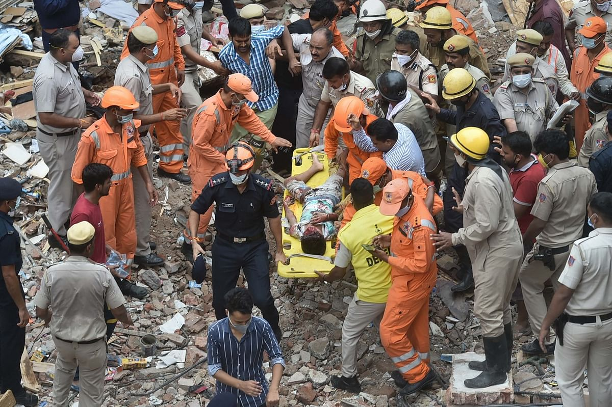 """<div class=""""paragraphs""""><p>New Delhi: NDRF and police personnel during a rescue operation after a building collapsed at Sabji Mandi area, Monday.</p></div>"""