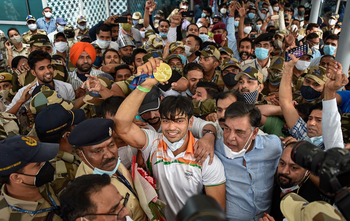 """<div class=""""paragraphs""""><p>An unprecedented crowd gathered to welcome Neeraj Chopra to India after his Olympic win.</p></div>"""