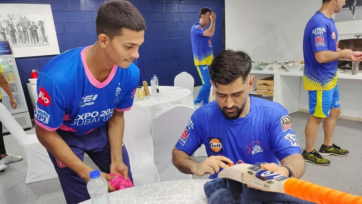 IPL 2021: Yashasvi Jaiswal Delighted to Get Bat Signed by Idol MS Dhoni