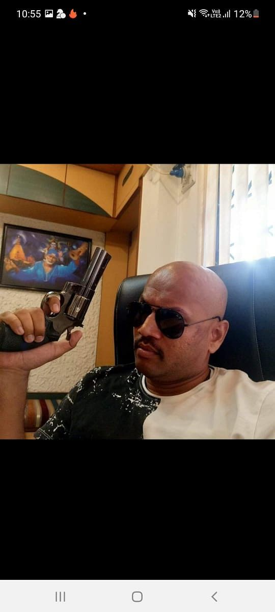 """<div class=""""paragraphs""""><p>Malik shared some photos of the person he claimed to be KP Gosavi and demanded an answer from the NCB as to why he was present during a high-profile raid.</p></div>"""
