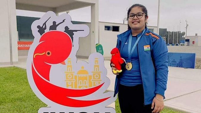 """<div class=""""paragraphs""""><p>Namyaa Kapoor poses with her Gold medal</p></div>"""